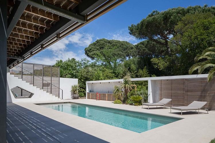 villa-bois-comtemporaine-provence-15