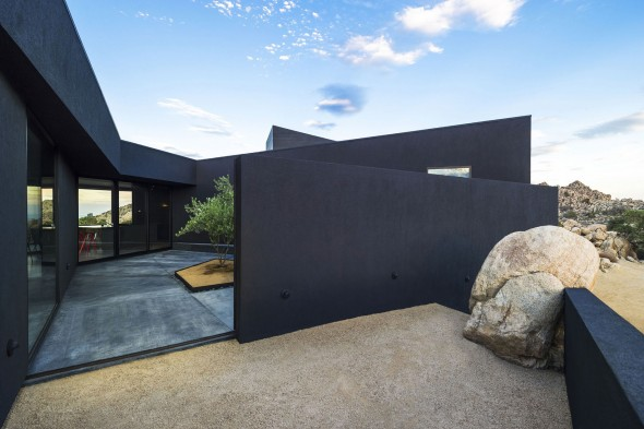 Yucca_Valley_House3-Oller_Pejic_Architecture-16-590x393