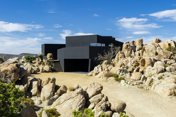 Yucca_Valley_House3-Oller_Pejic_Architecture-5-590x393
