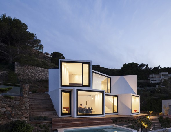 Sunflower_House-Cadaval-Solà-Morales-1-590x456