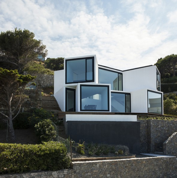 Sunflower_House-Cadaval-Solà-Morales-2-590x591